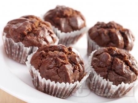Какаови мъфини с шоколад и кисело мляко - снимка на рецептата